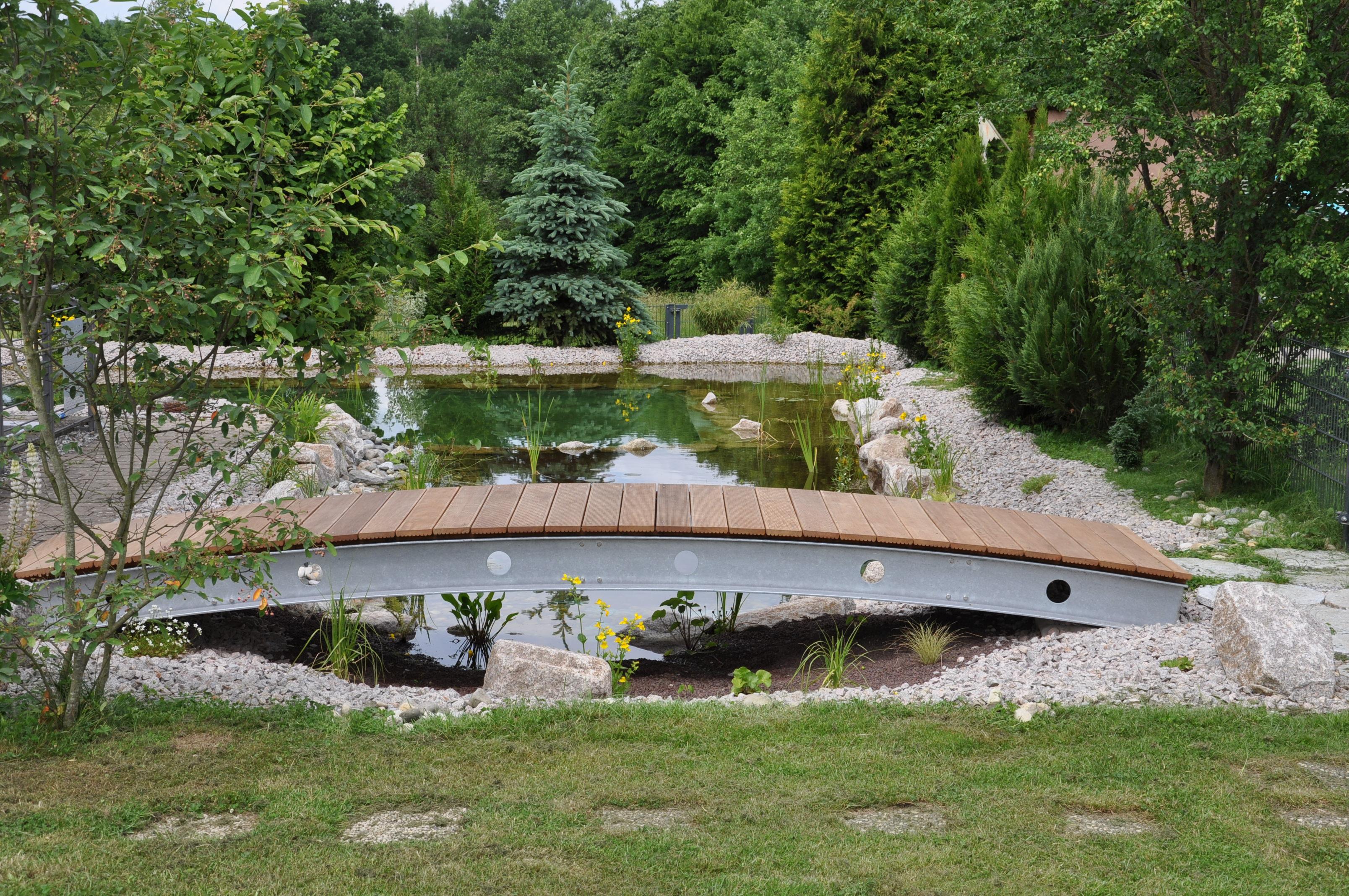 Gartenteich Mit Brucke Und Bachlauf: Egenis